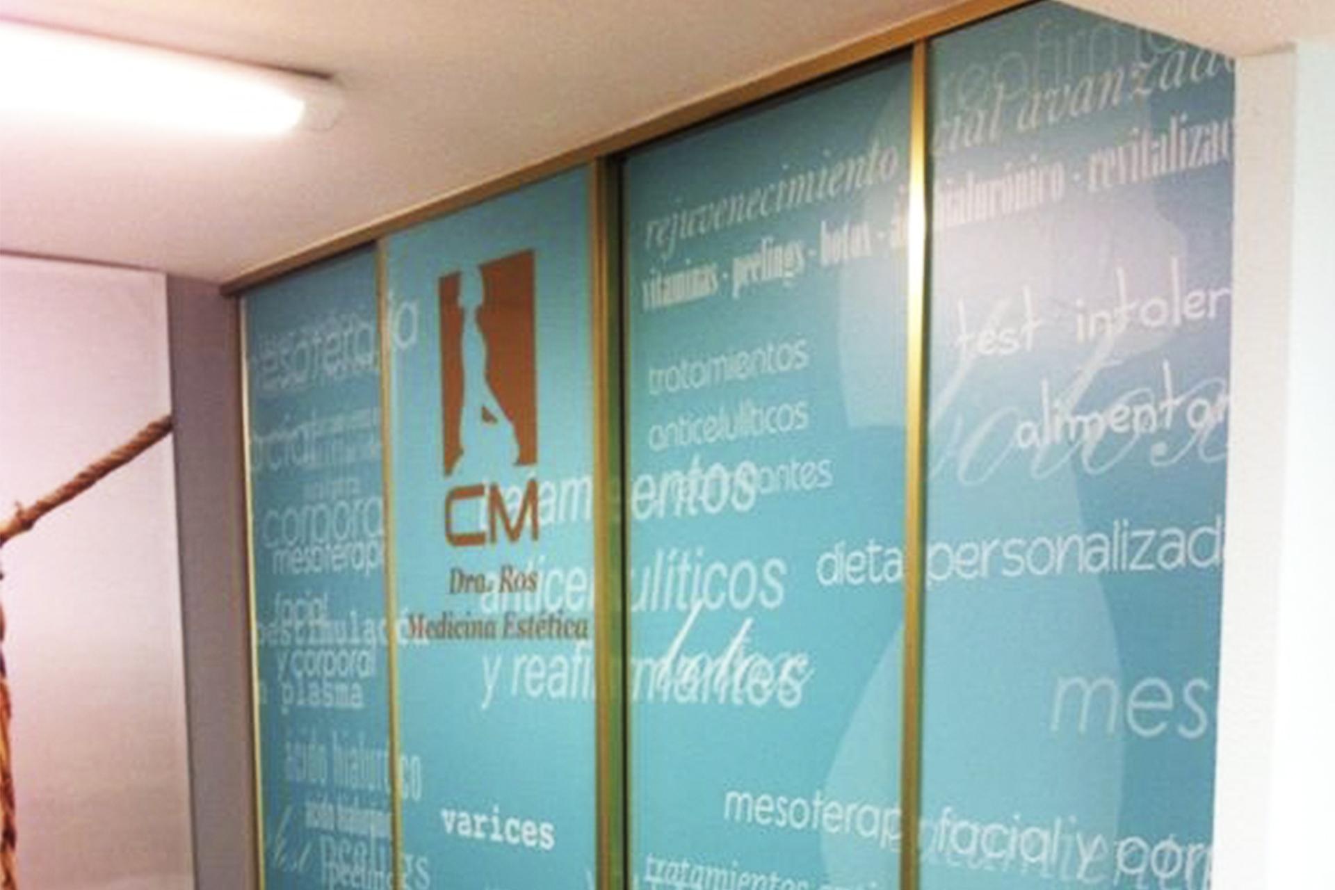 clinica_adelgazamiento_ros_puerta_vinilo