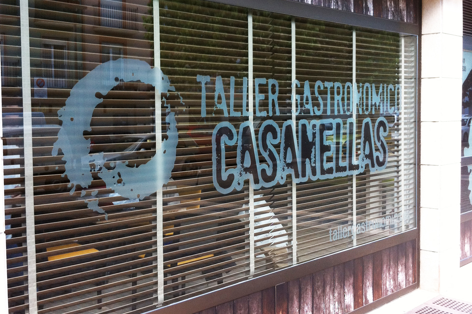 taller_gastronomico_casanellas_fachada_señaletica_vinilo_vinilos