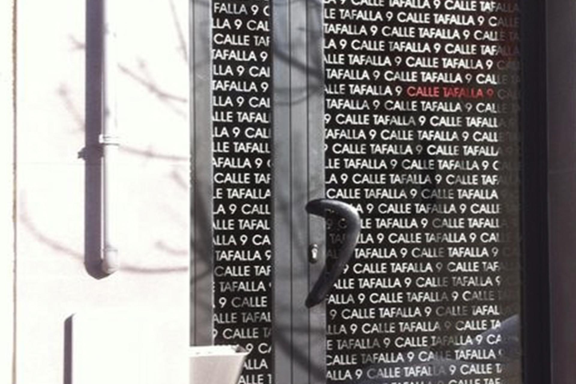 vinilo_portal_calle_tafalla_construcciones_perusqui