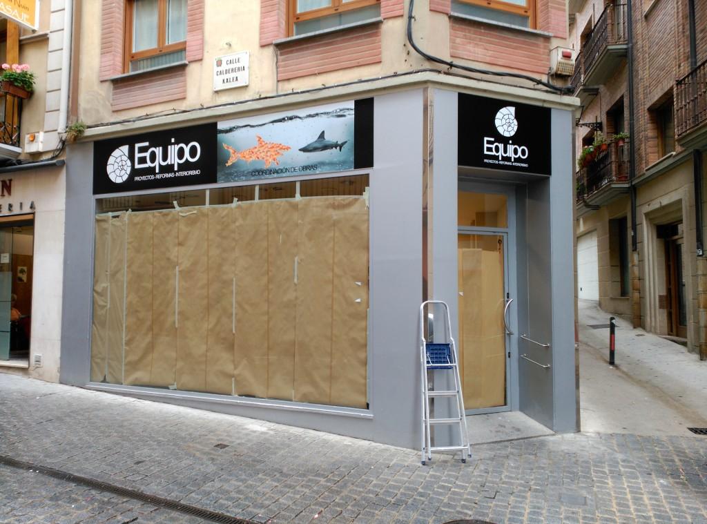 equipo_proyectos_reformas_interiorismo_fachada_vinilo