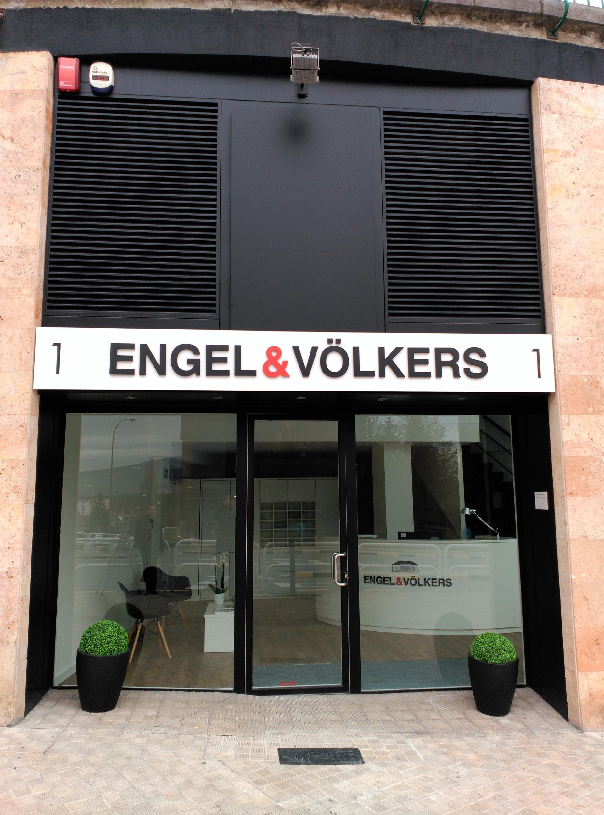 engel_&_volkers_fachada_vinilos_letras_corporeas