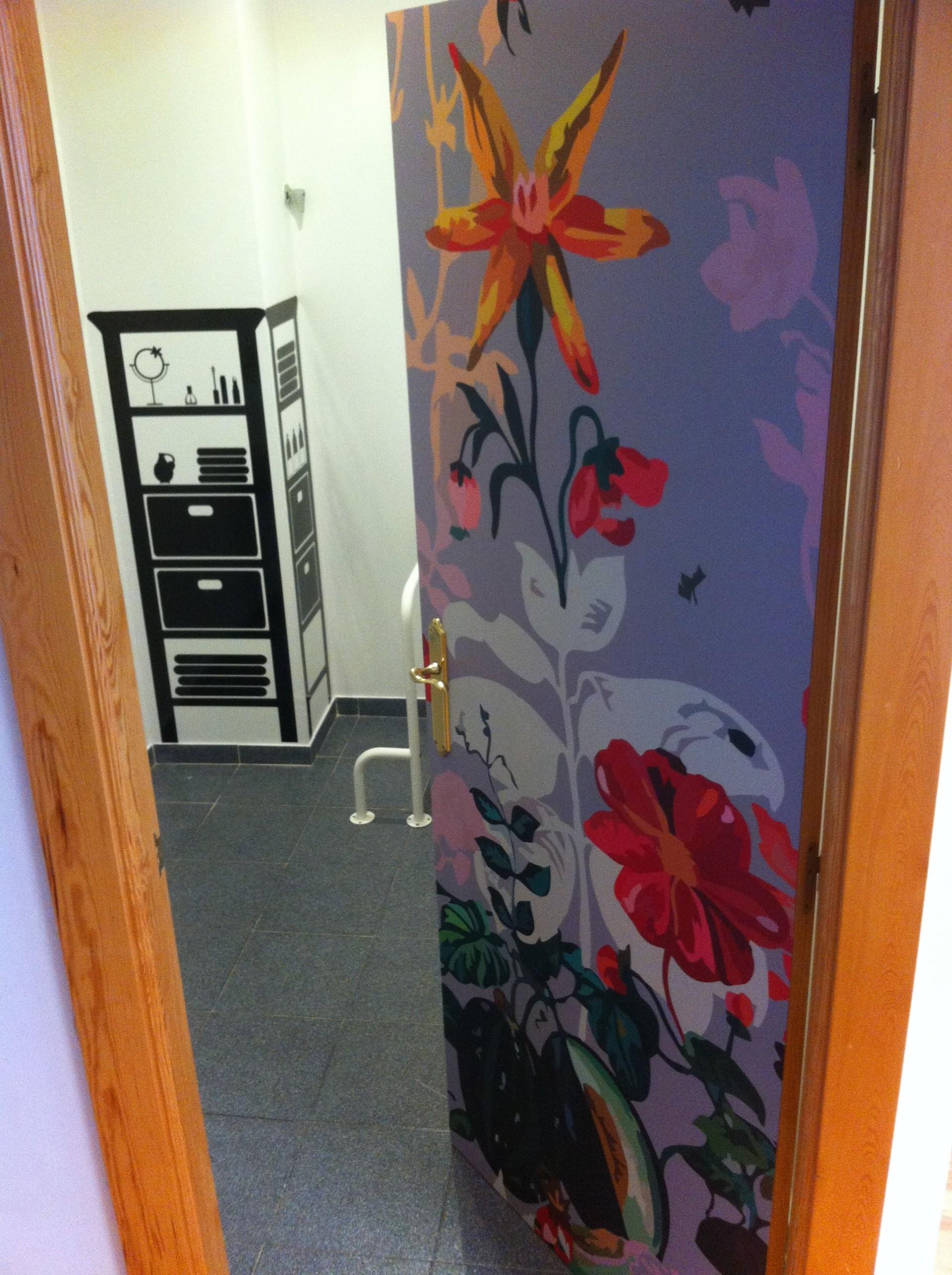 baño_crea_imagen_crea-imagen_vinilos_siluetas_puerta