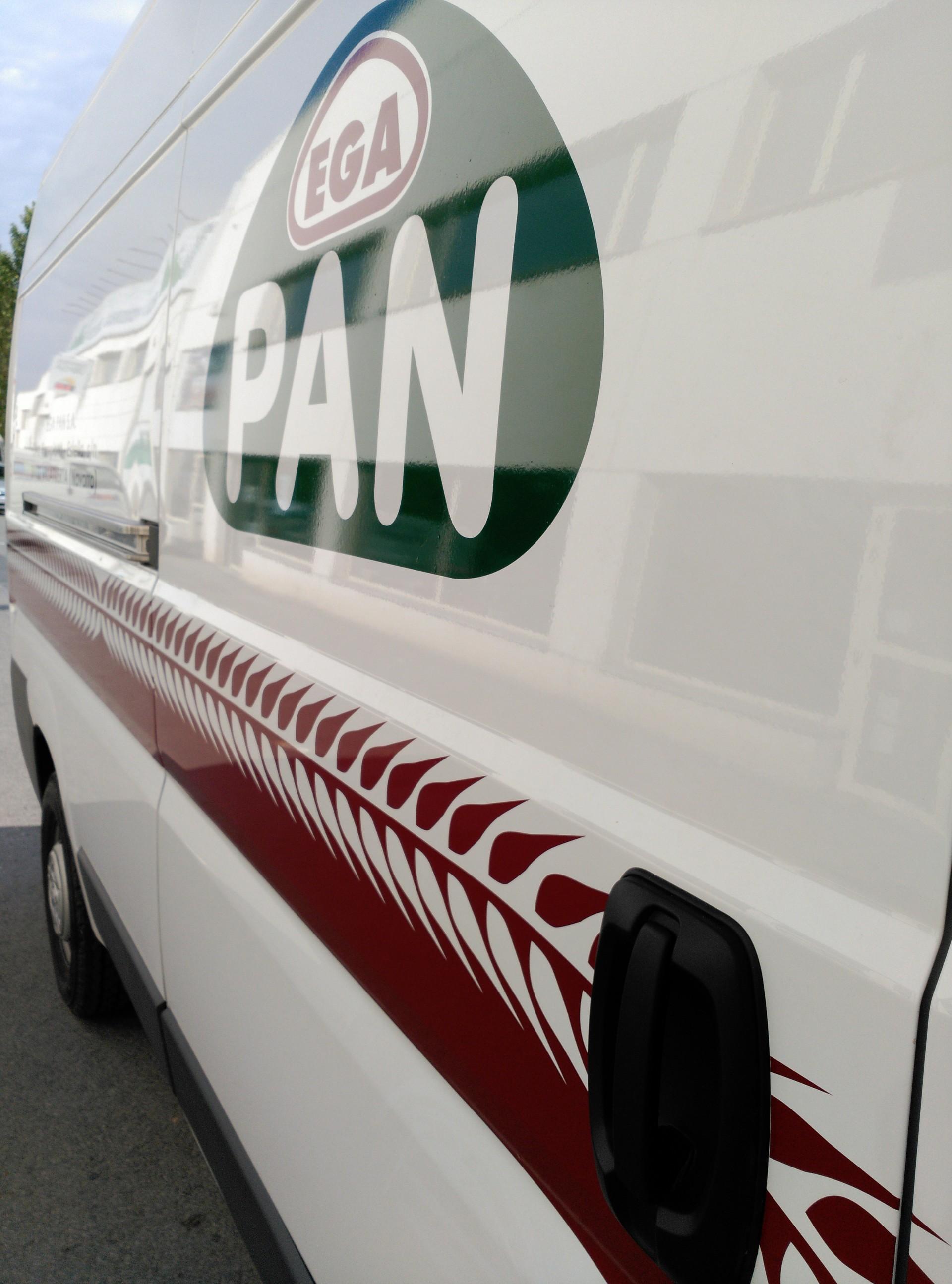 EGA PAN (fabricación de pan y de productos frescos de panadería y pastelería): rotulación de vehículo
