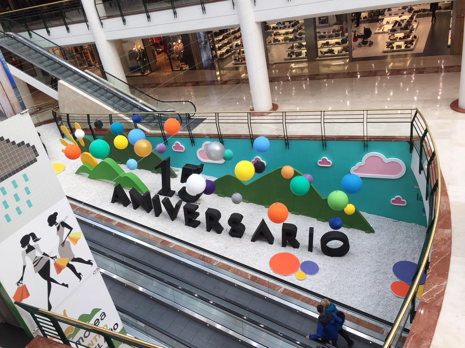 decoración_decorado_atrezzo_teatro_escenografia_letras_aniversario_poliestireno_ocio_centrocomercial_pamplona_ESTELLA_NAVARRA_IMPRESIÓN_DISEÑO_VINILOS_ROTULACIÓN