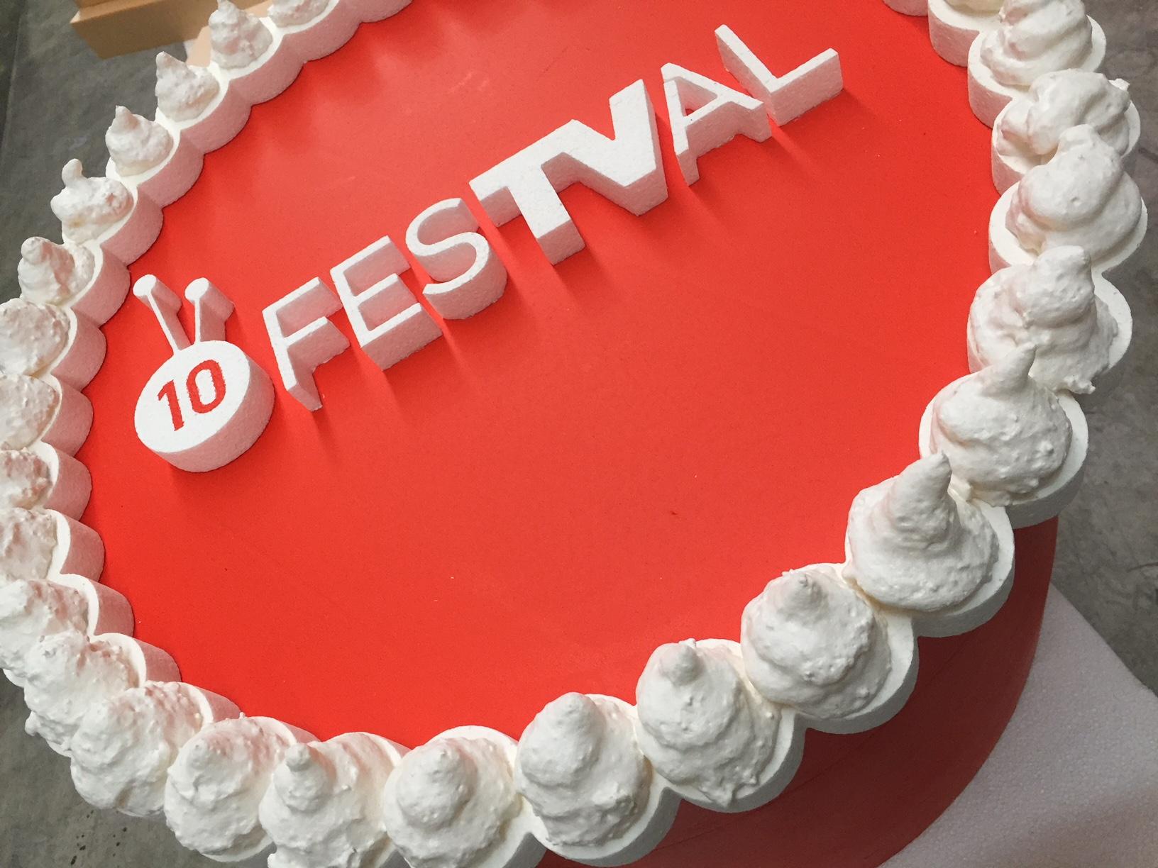 tarta_decoracion_volumen_logo_poliestireno_fiesta_aniversario_cumpleaños